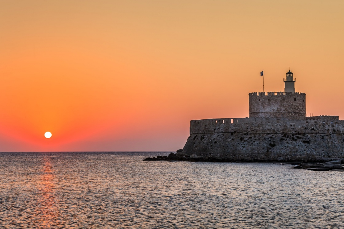 'Agios Nikolaos fortress on the Mandraki harbour of Rhodes, Greece ' - Ρόδος