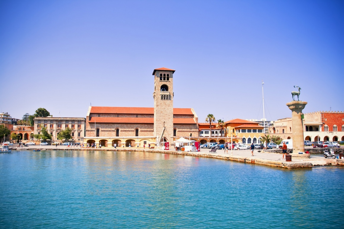 'Famous Mandraki harbor of Rhodes island, Greece' - Ρόδος